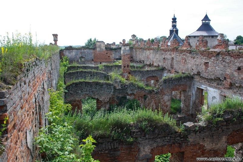 Закрытые для посещения руины замка