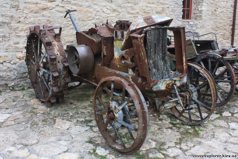 Допотопный трактор