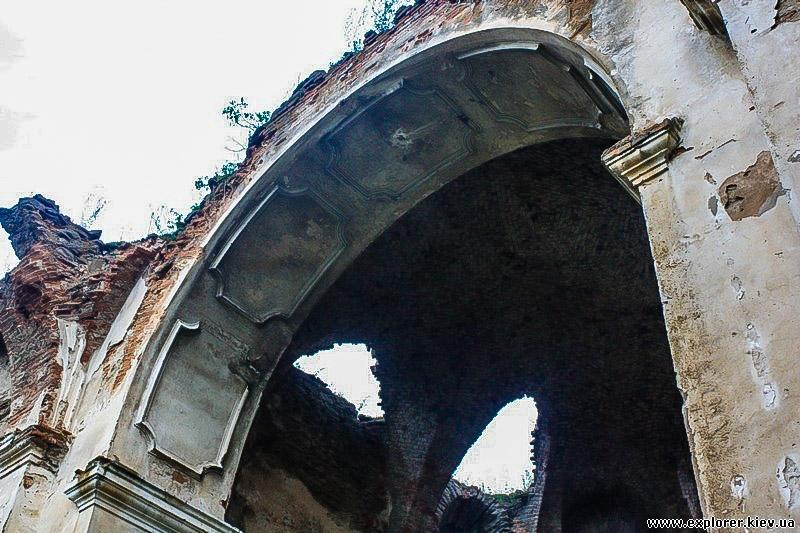 Лепнина на арке