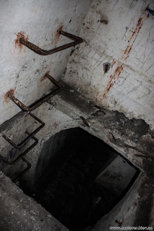 Лестница в амбразуру ДОТа