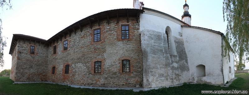 Замок и церковь