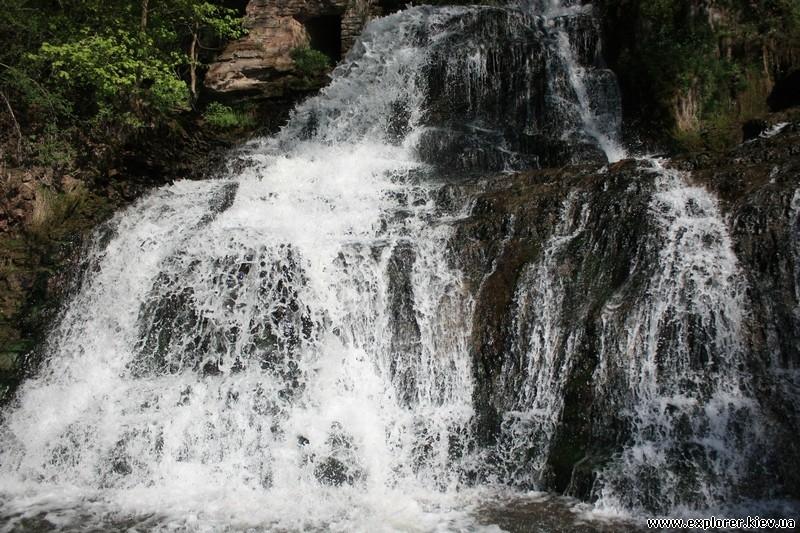 Червоногородский водопад