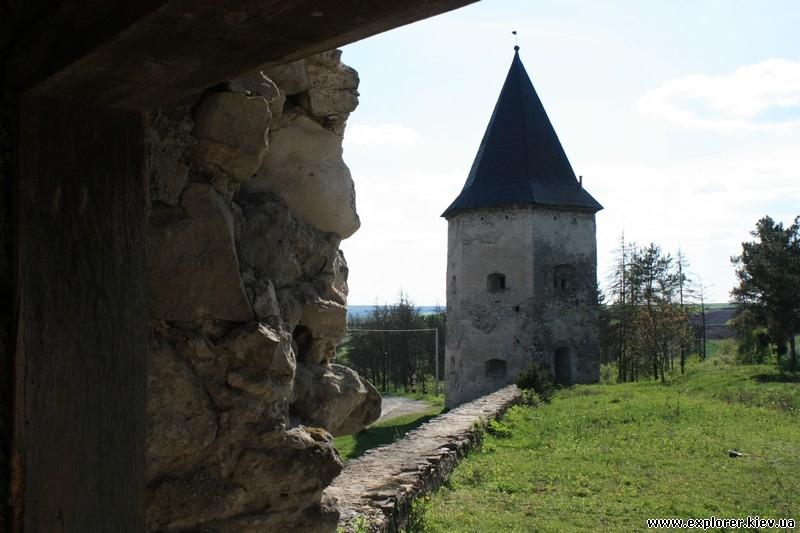 Вид на башню издалека