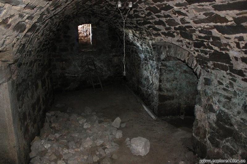 Внутри подземелья замка Язловец