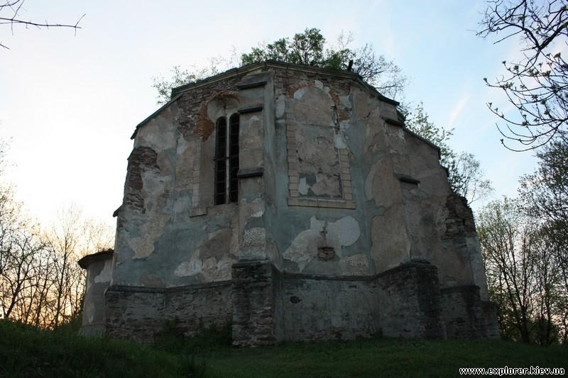 Внешний фасад храма в Язловце