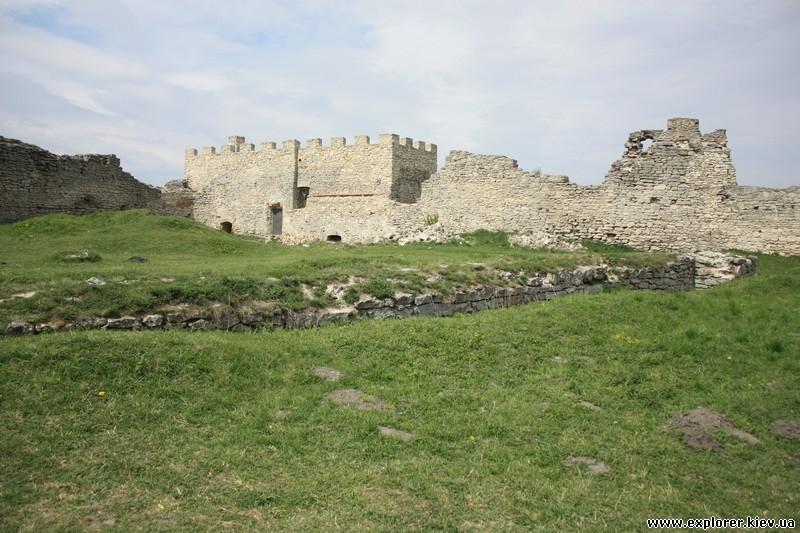 Развалины внутри замка