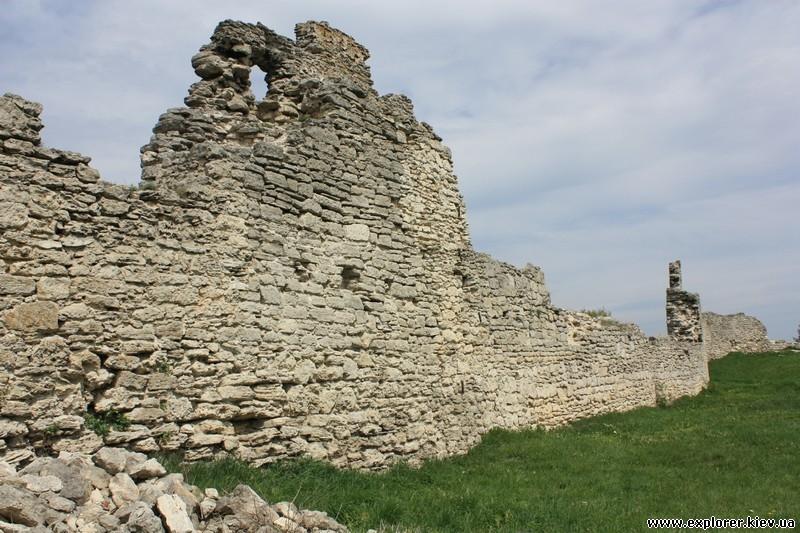 Часть укрепительной стены замка