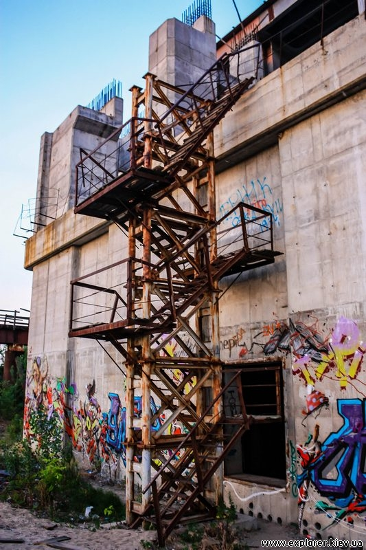 Лестница ведущая на Подольско-Воскресенскую трассу