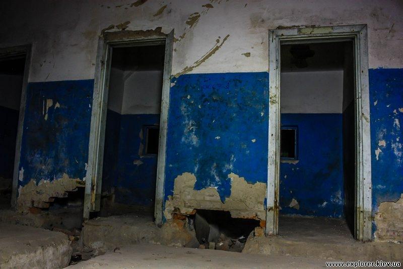 Двери в стене