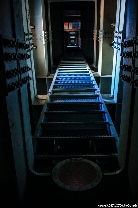 Лестница внутри моста