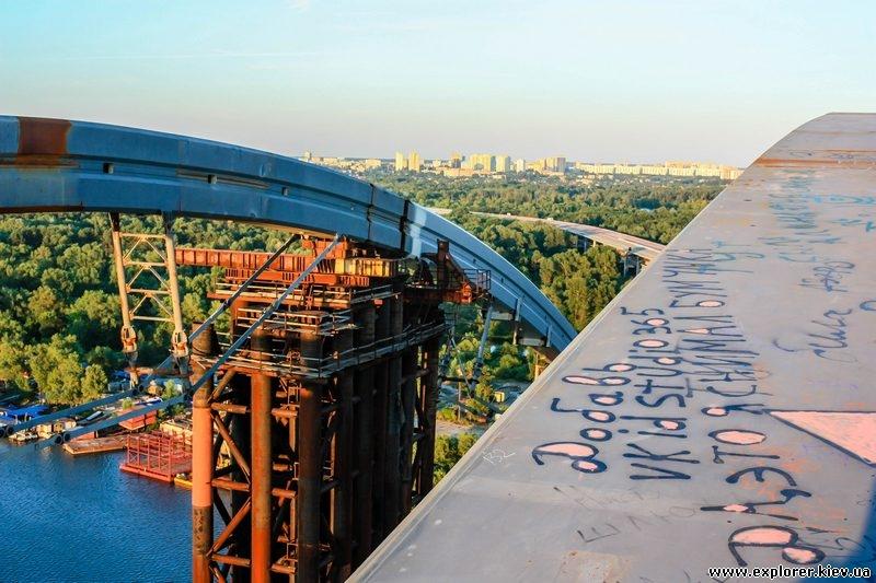 Строящийся мост метро на Троещину