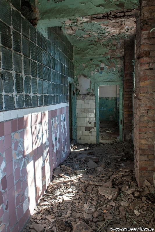 Узкое пространство между стенами