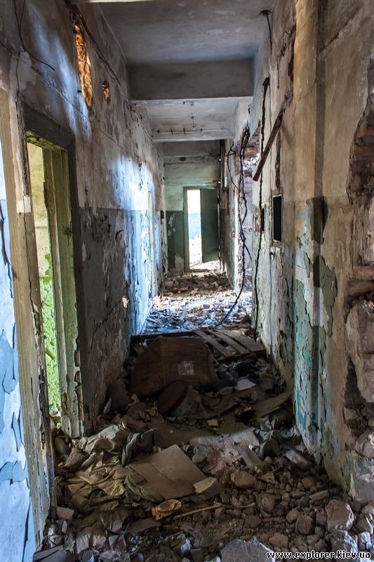 Разрушенный коридор
