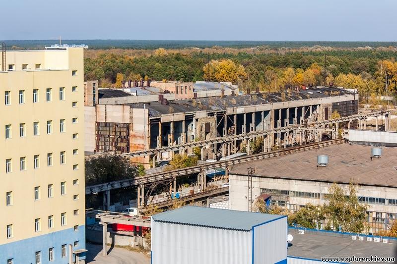 Вид с крыши на цех завода Радикал