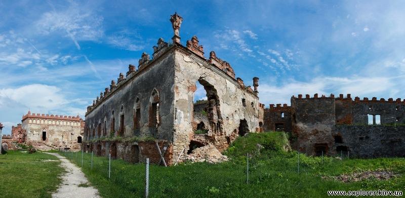 Панорама руин замка
