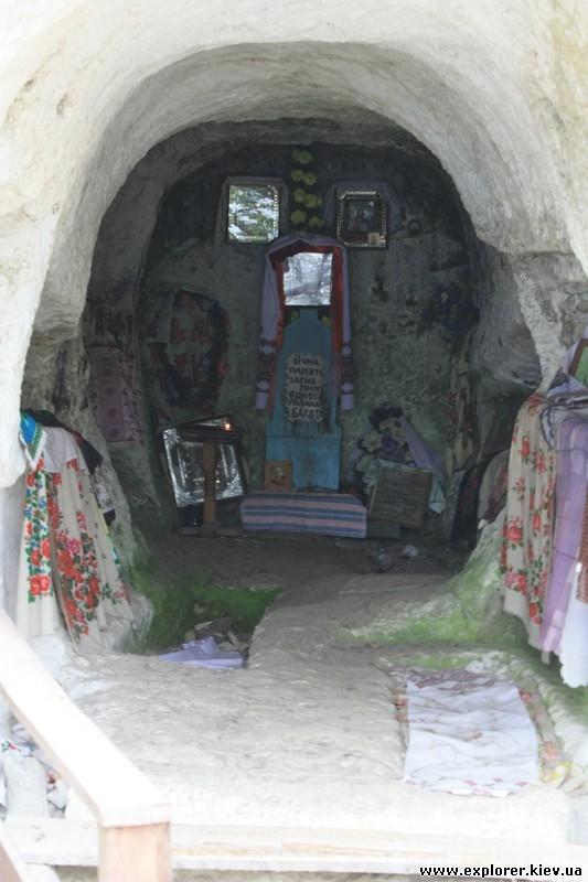 Иконы внутри монастыря