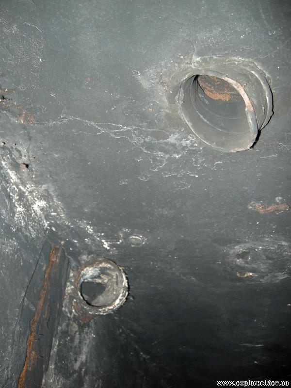 Трубы в потолке
