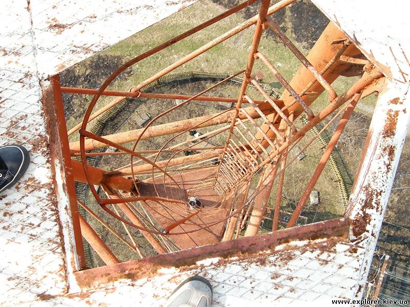 Лестница внутри вышки