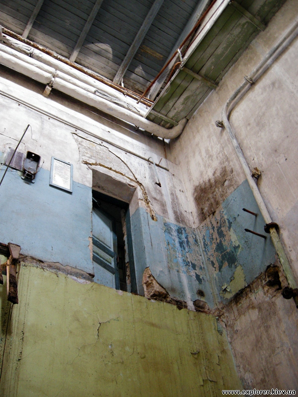 Старый прикол с дверью