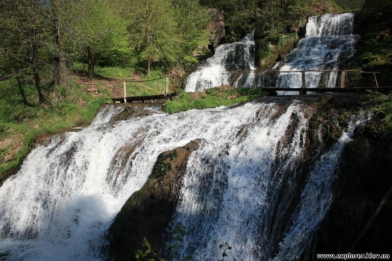 dzhurinskij-vodopad