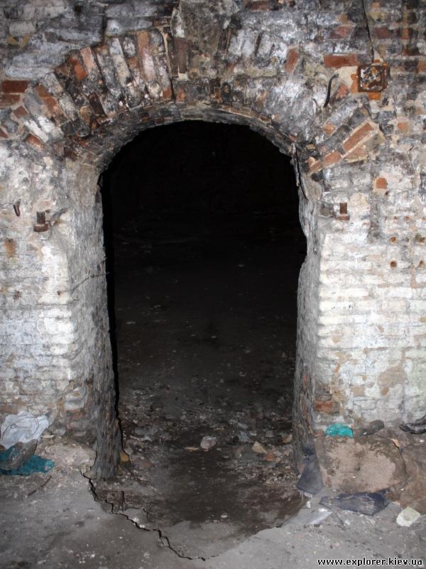 Дверь в склад