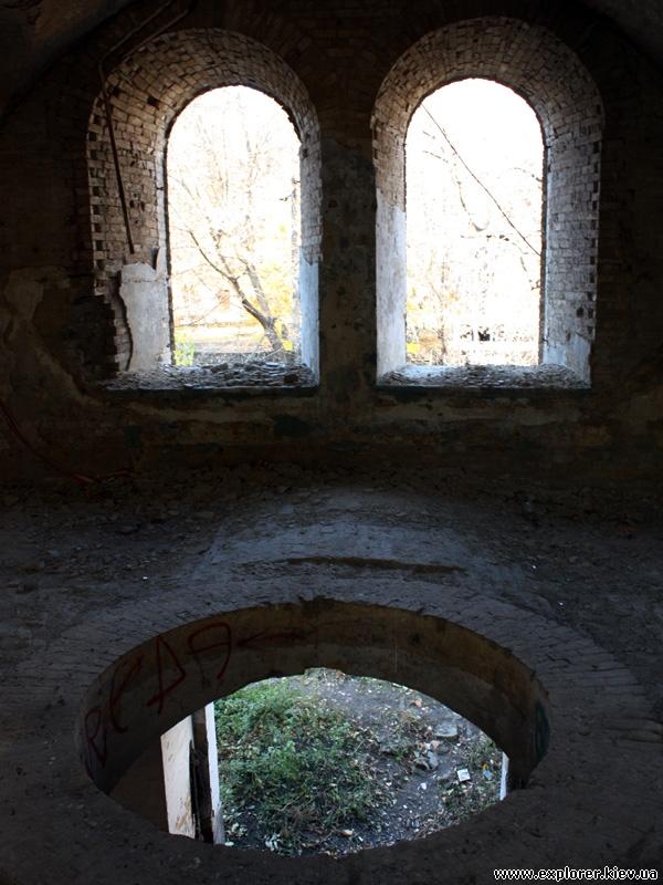 Для людей без фантазии - окна и дырка