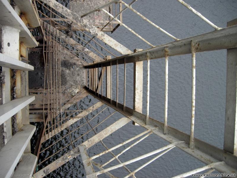 Лестница под мост