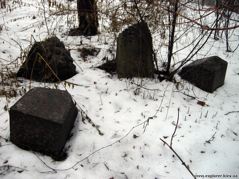 Могильные плиты на Замковой горе