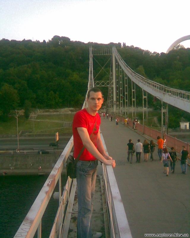 Центр арки Пешеходного моста