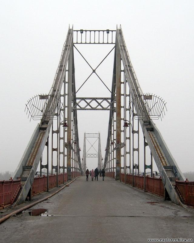 Пешеходный мост сбоку