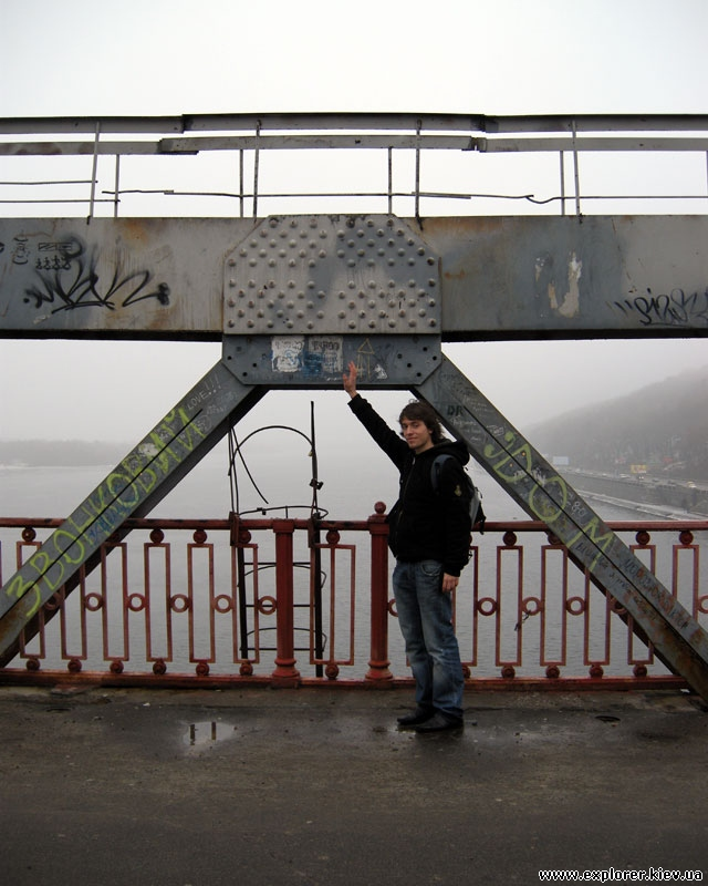 Пешеходный мост по центру