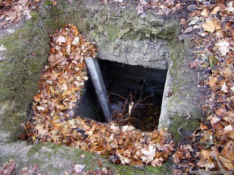 Раскопанный колодец возле пожарной части