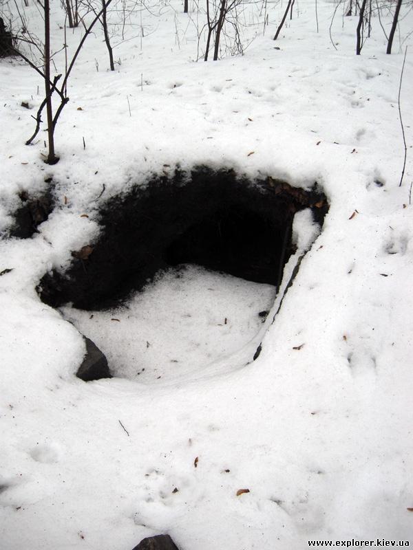 Разрытая могила на Замковой горе