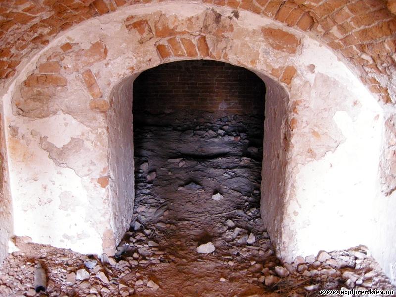 Внутри склепа