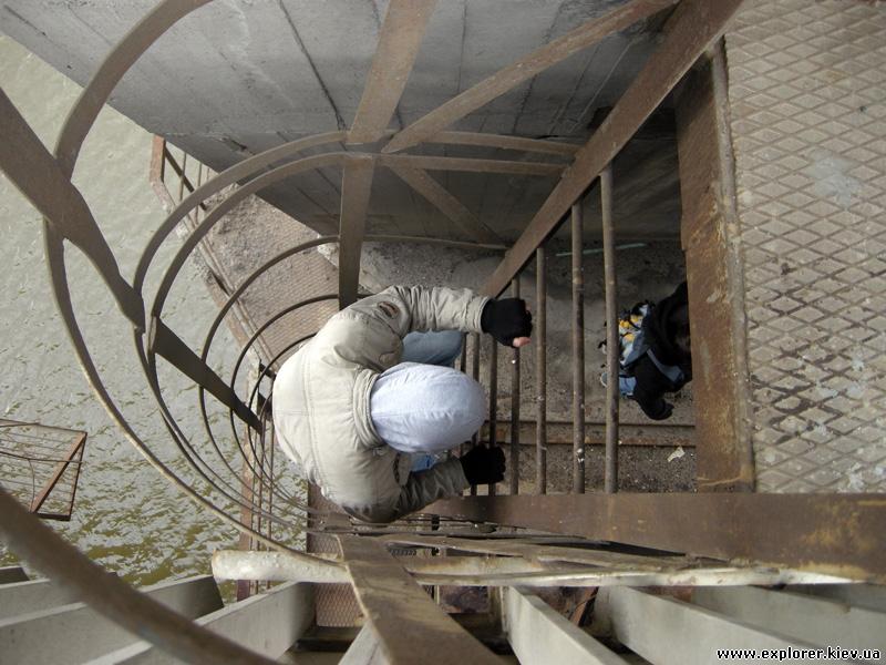Спуск под мост