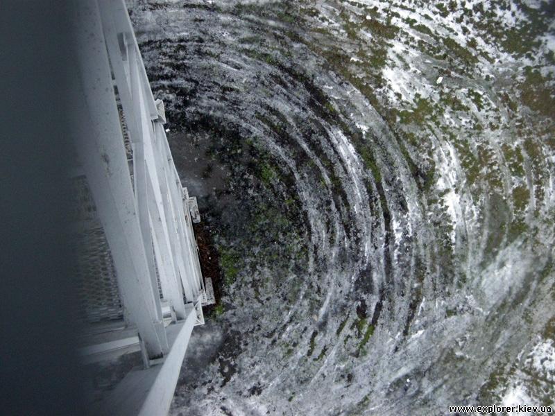 Вид под парашютной вышкой