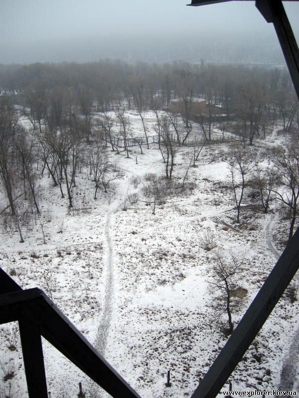 Вид с лестницы парашютной вышки