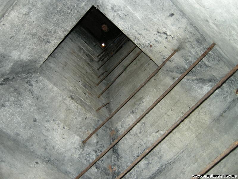 Лестница в ДОТ №402 вид снизу