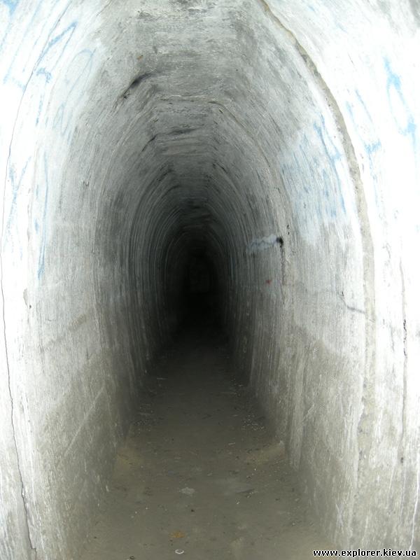 Тунель в ДОТе №402