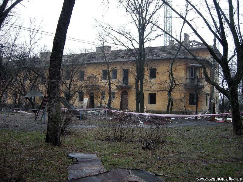 Заброшенные дома авозле метро Черниговская